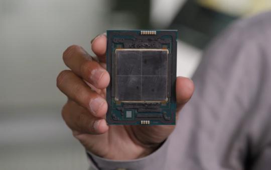 Процессоры Intel Sapphire Rapids-SP Xeon будут иметь 4 стека 8-Hi HBM2E, 14 межкомпонентных соединений EMIB, размеры кристалла Full XCC - около 400 мм2