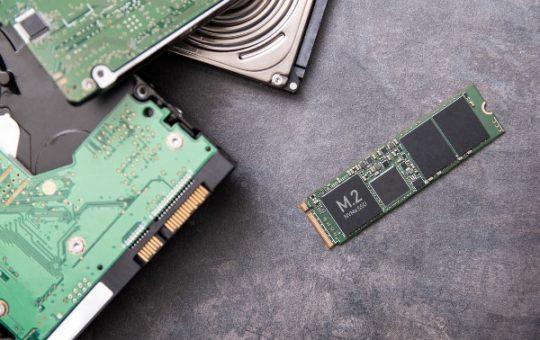 Твердотельные накопители продолжают превосходить жесткие диски, Samsung остается лидером в производстве и продажах